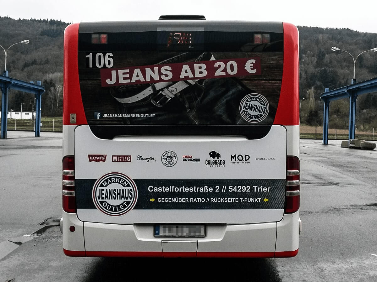 Jeanshaus Markenoutlet - Busbeschriftung